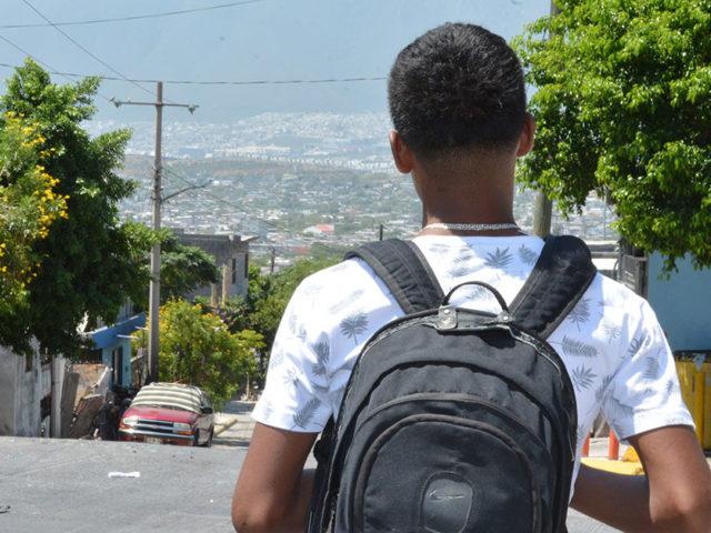El programa de Cáritas impulsa a jóvenes de secundaria para que concluyan su educación media básica.