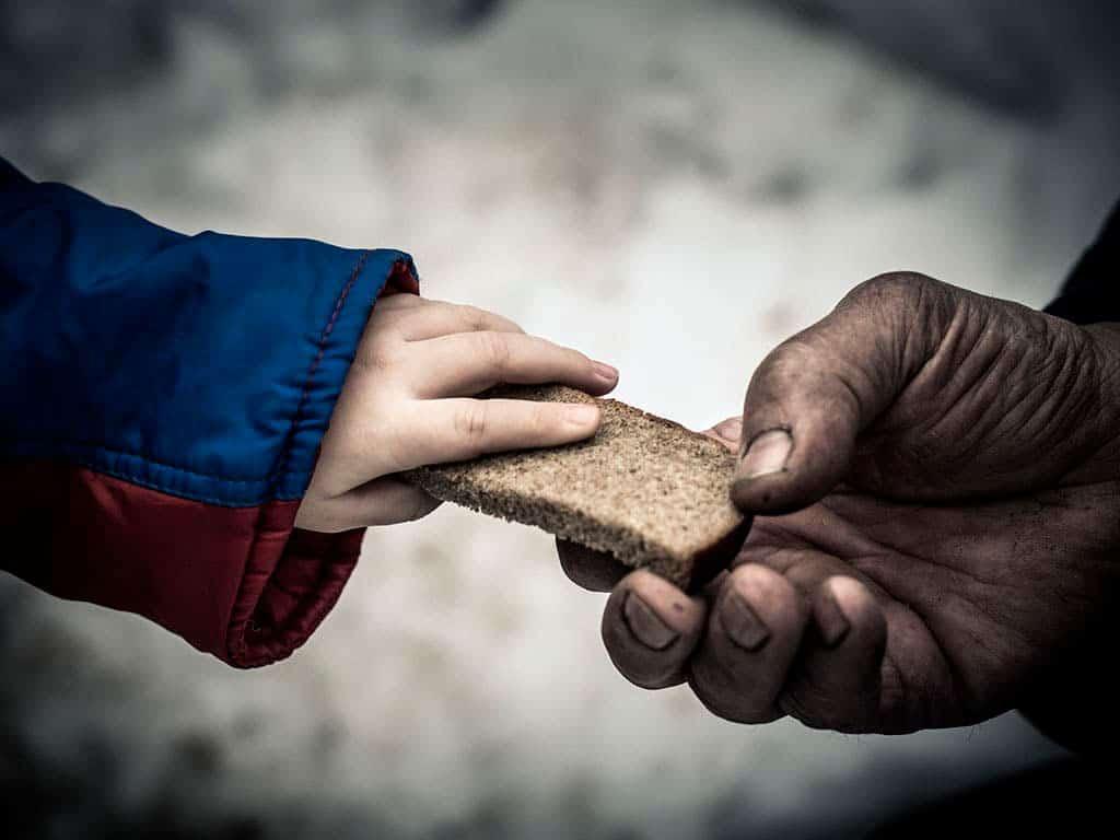 ejemplos-de-caridad-caritas-monterrey