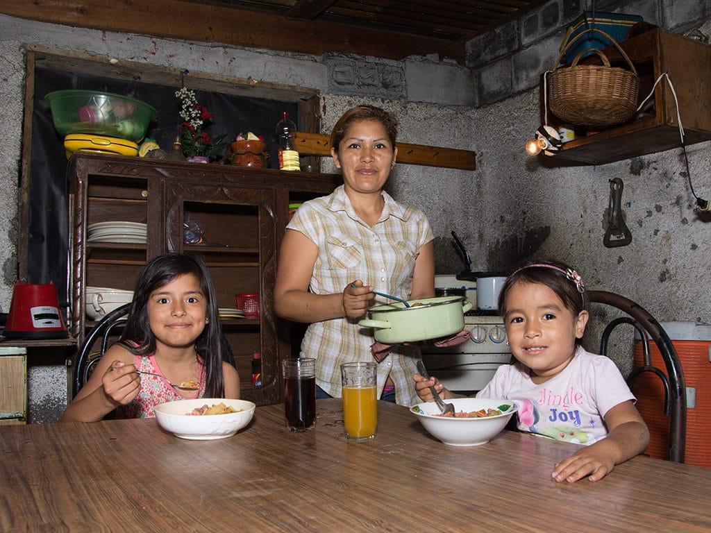 Derecho al alimento: cómo Cáritas garantiza su cumplimiento