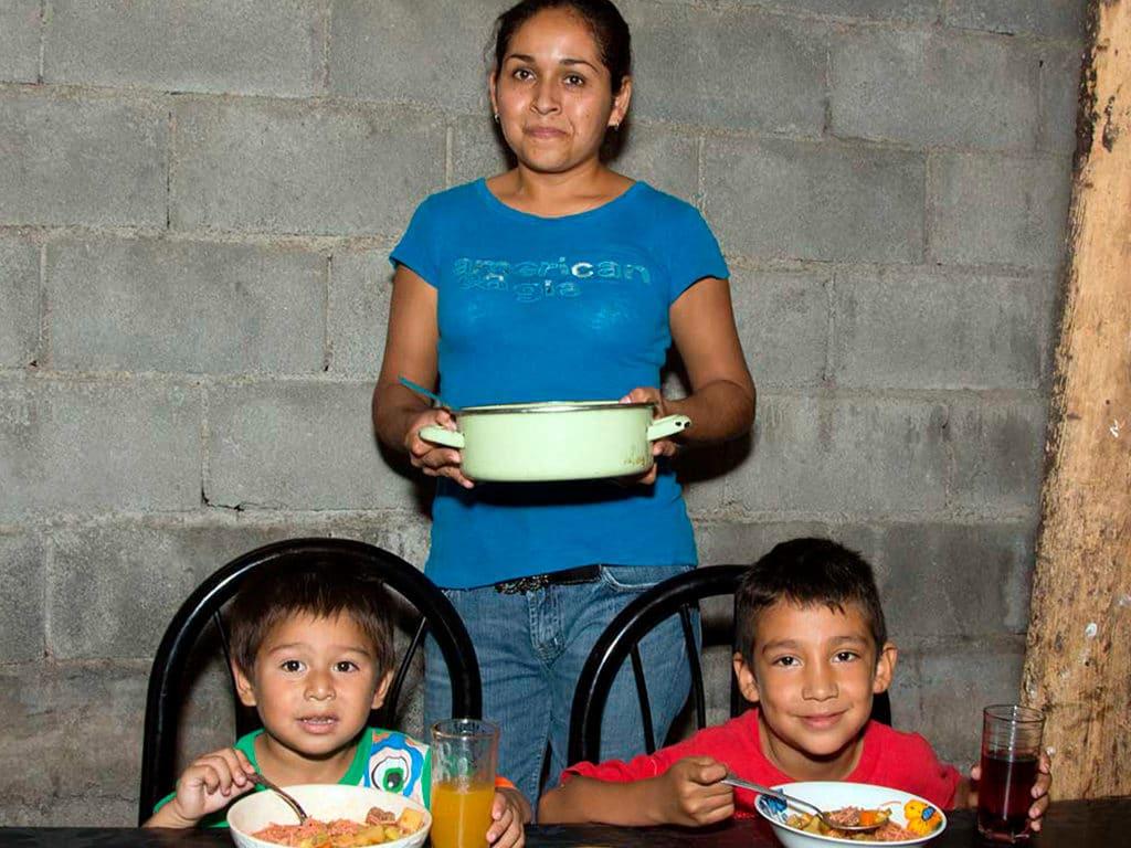 ¿Qué tipo de ayuda familiar brindamos en Cáritas de Monterrey?