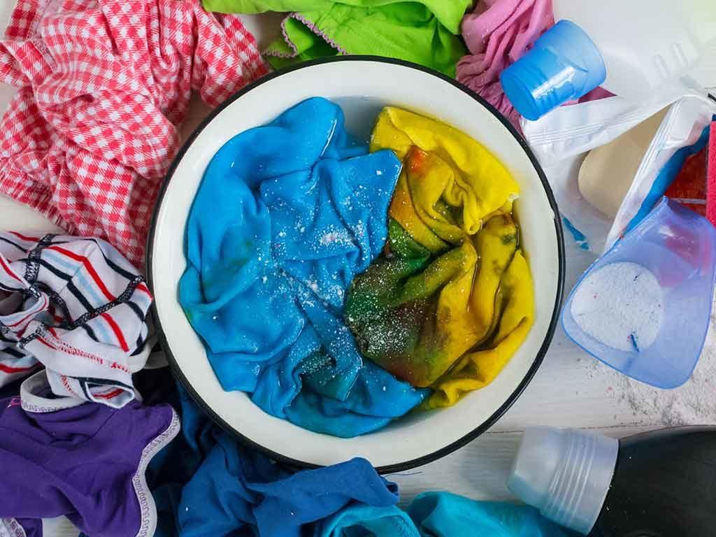 Pasos para desinfectar y donar ropa usada de forma segura
