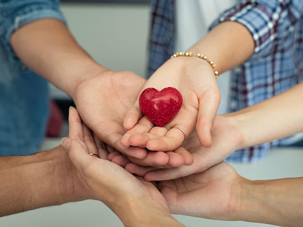 Buscamos personas caritativas para apoyar nuestras causas sociales